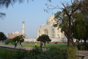 Send photos to your family of the Taj Mahal